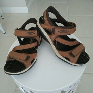 MBT Sandals 5/5.5 Women's Brown Leather Slingback